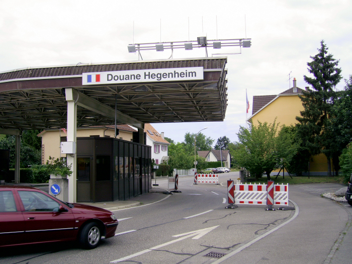 switzerland border crossing ile ilgili görsel sonucu
